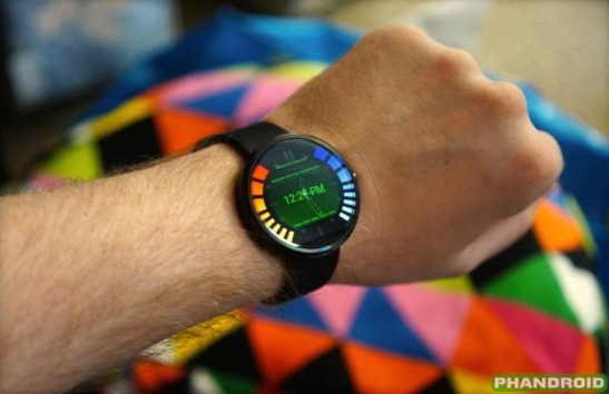 motorolas-new-smartwatch-has-a-goldeneye-007-interface